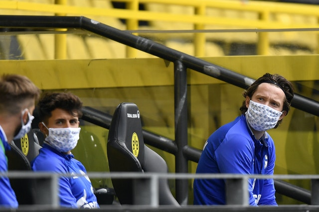 Substitutos do Schalke estavam socialmente distanciados